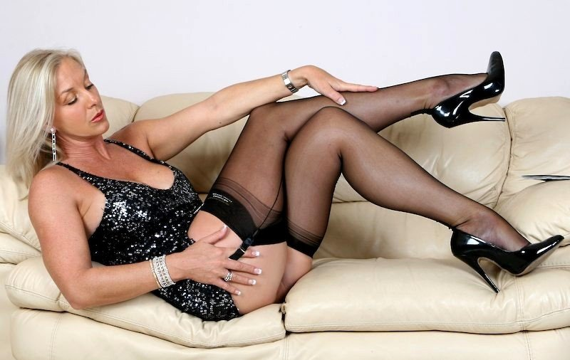 amazing-astrid-in-pantyhose